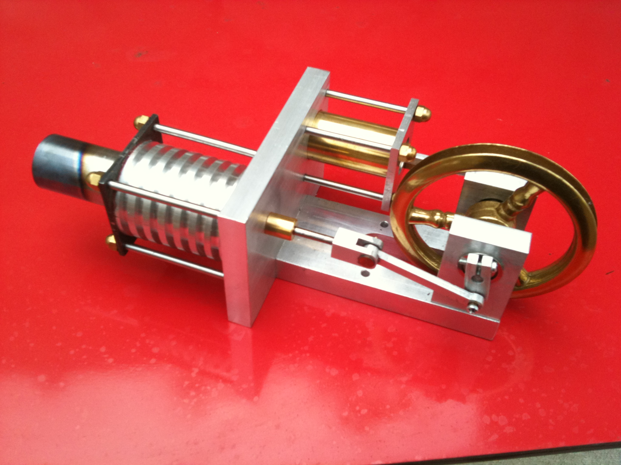 Modello di motore Stirling cinematico